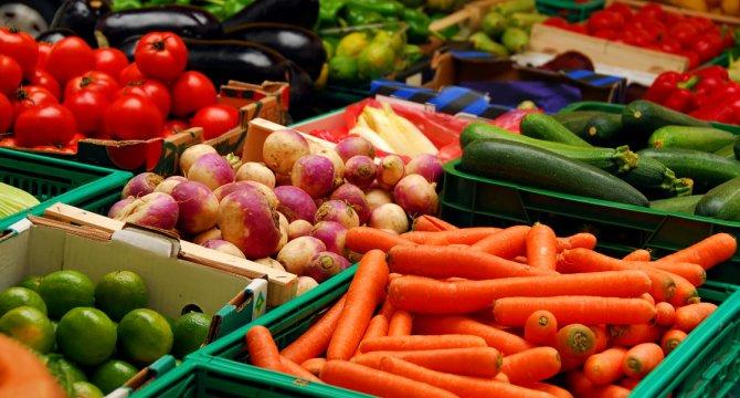 Cum să reduci riscul de cancer mamar cu fructe şi legume bogate în carotenoide