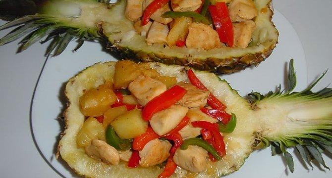 Ananas umplut cu pui si ardei