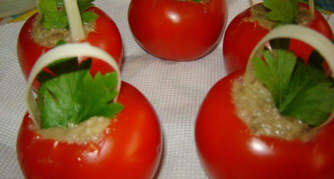 Cosulete din rosii umplute cu salata de vinete
