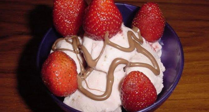 Inghetata cu fructe sau ciocolata