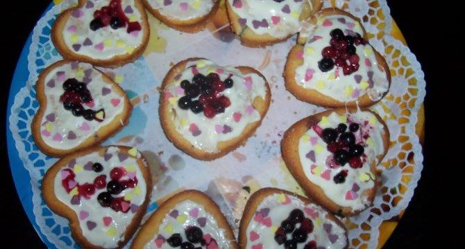 Inimioare muffins cu fructe de padure