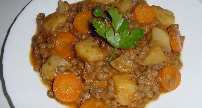 Mancare de linte cu morcovi si cartofi
