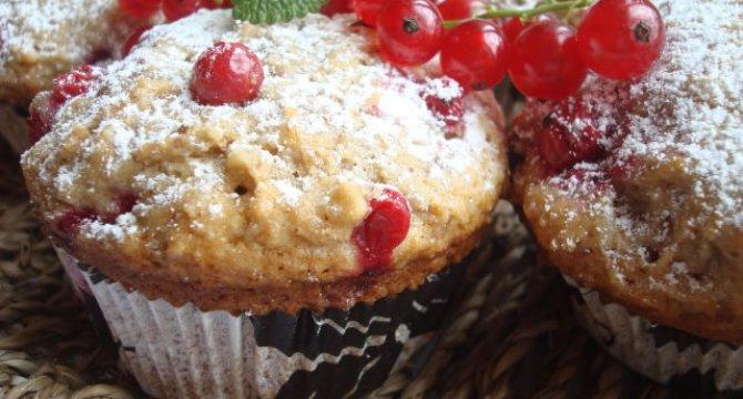 Muffins cu coacaze rosii