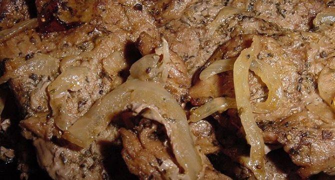 Muschi de vita in sos de ceapa