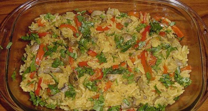 Orez thailandez cu ciuperci si ardei