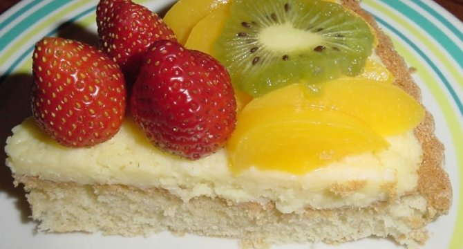 Prajitura cu crema de vanilie si fructe