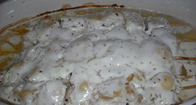 Pui grecesc in sos de iaurt
