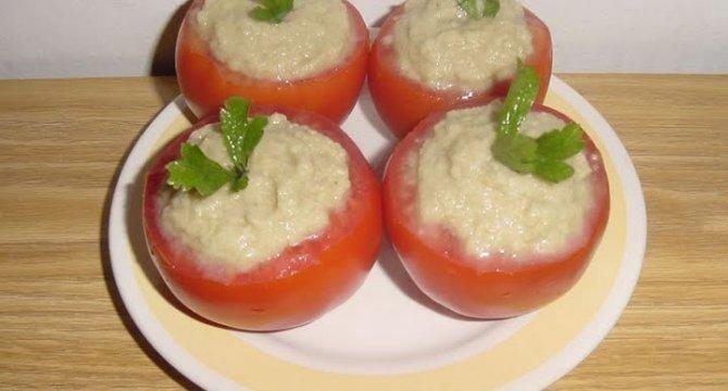 Rosii umplute cu salata de vinete