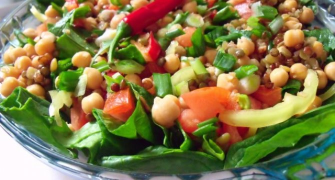 Salata cu naut, linte si spanac