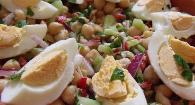 Salata cu naut si ou