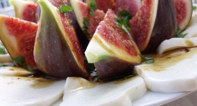 Salata de smochine si mozzarella