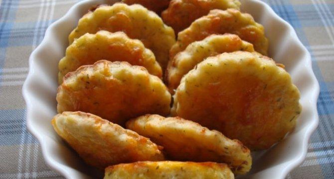 Taleri din aluat cu cartofi si branza