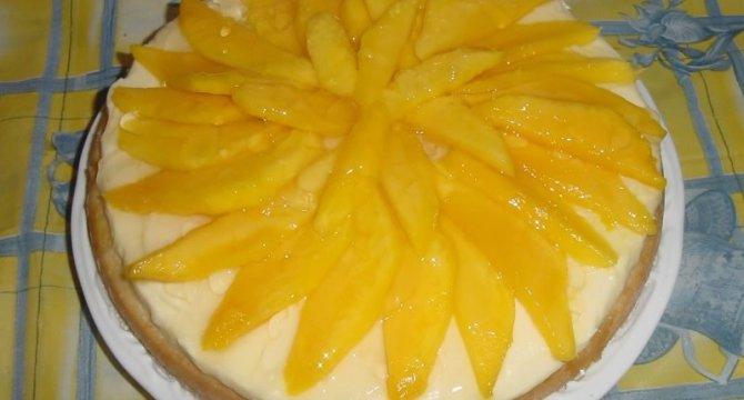 Tort cu crema de vanilie si mango