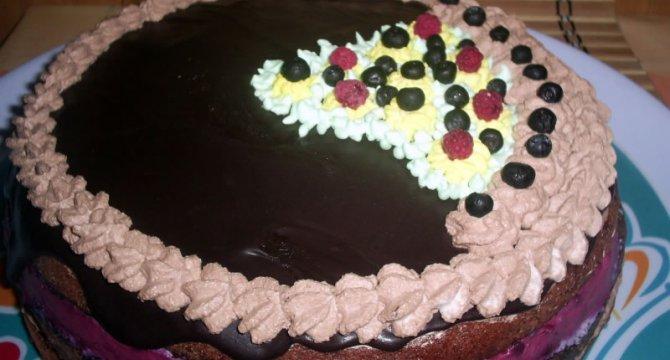 Tort cu crema Finetti si mousse de fructe de padure