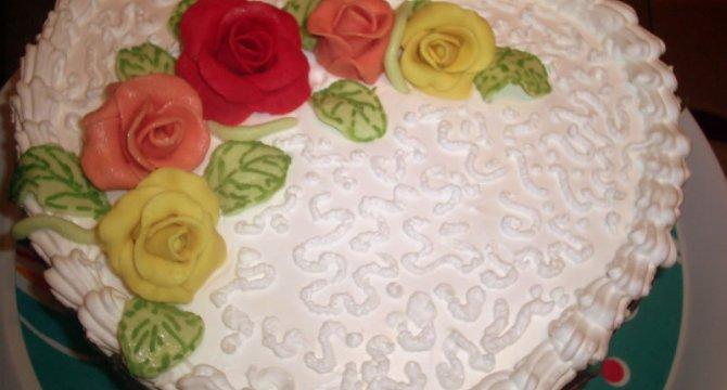 Tort cu trandafiri