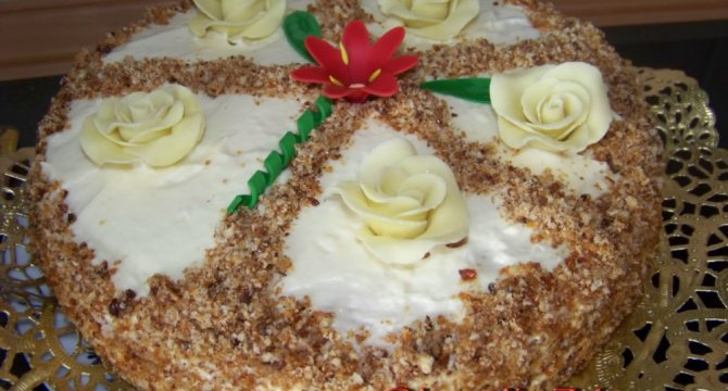 Tort de nuca caramelizata