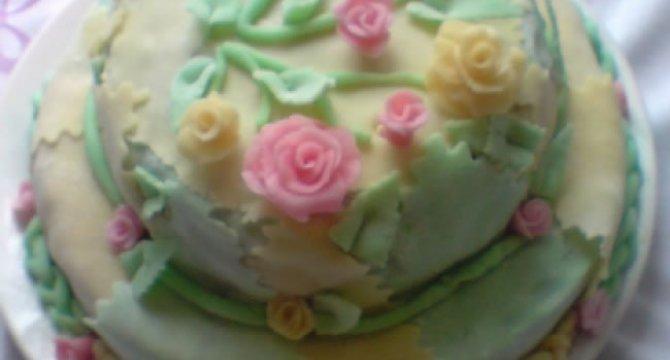 Tort din albusuri cu crema de rahat