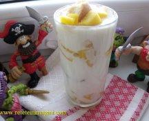 Desert cu mango si iaurt