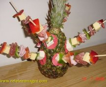 Frigarui reci infipte in ananas