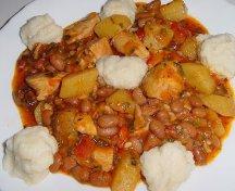 Gulas unguresc cu fasole, cartofi si galuste
