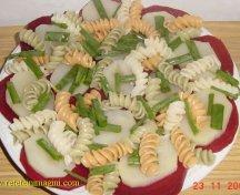 Salata cu sfecla rosie si paste
