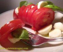 Salata de mozzarella si rosii (caprese)