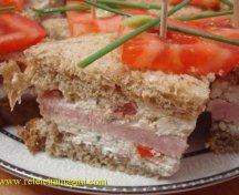 Sandwichuri cu branza si sunca