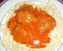 Spaghete cu chiftele si sos