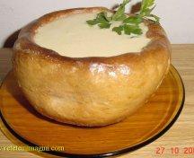 Supa crema de ciuperci in castron de paine