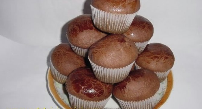 Briose pufoase ciocolatoase