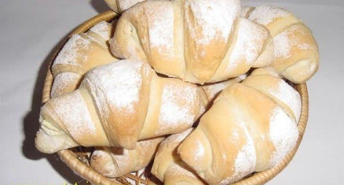 Cornuri din aluat de paine
