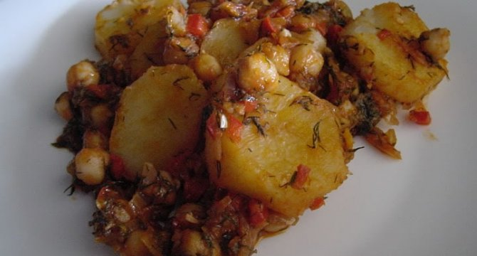 Mancare de naut cu cartofi
