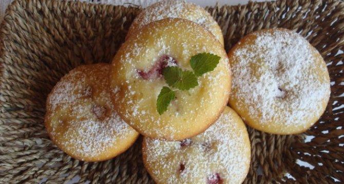 Muffins cu branza philadelphia si zmeuraMuffins cu branza philadelphia si zmeura