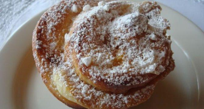 Muffins din aluat de cozonac cu dulce de leche