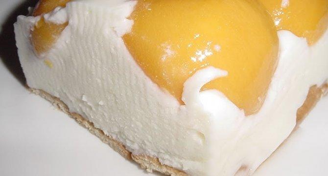 Prajitura cu iaurt si fructe