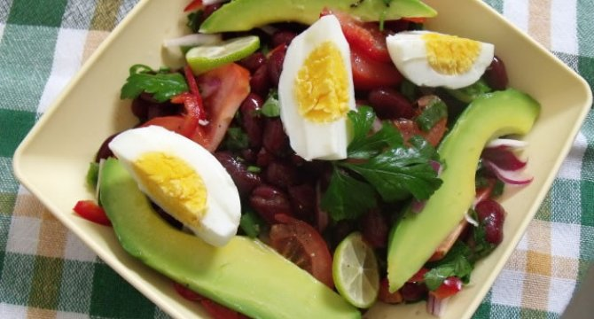 Salata de fasole rosie cu avocado