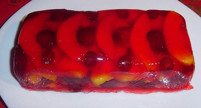 Salata de fructe in gelatinaSalata de fructe in gelatina