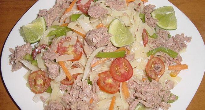 Salata de ton cu paste si legume