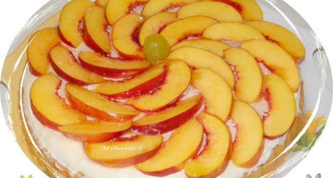 Tarta cu crema de mascarpone si nectarine