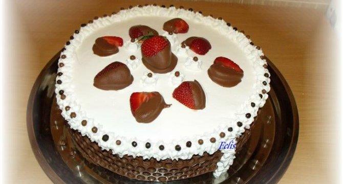 Tort cu capsuni si ciocolata