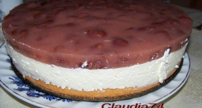 Tort cu crema alba si sos de visine