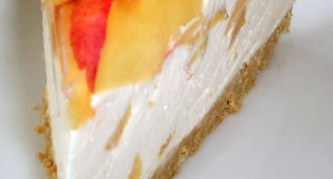 Tort cu iaurt si nectarine
