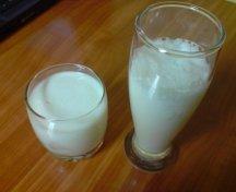 Laptele dulce ,laptele acru