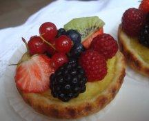 Mini tarte cu fructe de padure