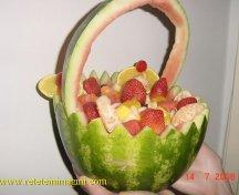 Salata de fructe in cosulet de pepene