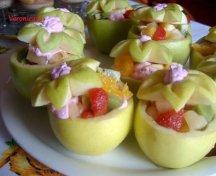 Salata de fructe in cupe de