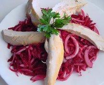 Salata de sfecla rosie cu piept de pui