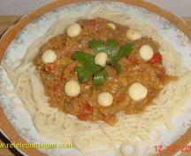 Spaghete cu zacusca si ciuperci